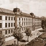 Budova našeho gymnázia z dob komunistického režimu (Československo 1948-89)
