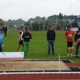 ... Jakub Rusek zachycený při odrazu, kterým se dostal nejdelším skokem dne na hranici 7 metrů