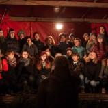 Úzké pódium na vánočním trhu v Sorgu