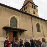 Pred kostelem vLa Cote